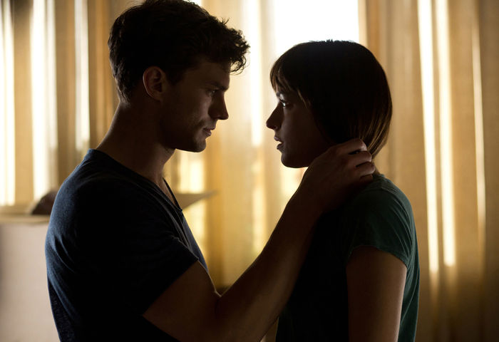 "Jamie Dornan und Dakota Johnson in ""Fifty Shades of Grey"". Bild: Sender/ Universal Pictures"
