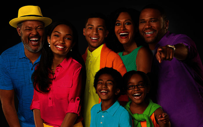 Laurence Fishburne (Pops), Yara Shahidi (Zoey Johnson), Marcus Scribner (Andre Johnson jun.), Miles Brown (Jack Johnson), Tracee Ellis Ross (Rainbow Johnson), Marsai Martin (Diane Johnson), Anthony Anderson (Andre Johnson). Bild: Sender/Disney/ABC