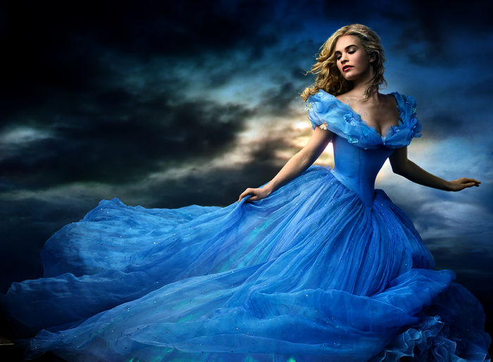 Ella (Lily James). Bild: Sender / MG RTL D / Disney Enterprises Inc.